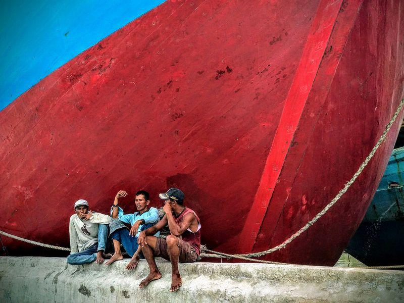 Рыбаки на отдыхе - фото с камеры Xiaomi A1