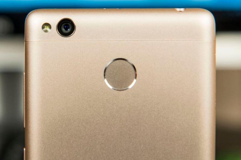 Смартфон Xiaomi со сканером отпечатков пальцев
