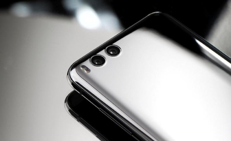 Xiaomi Mi 7 сзади
