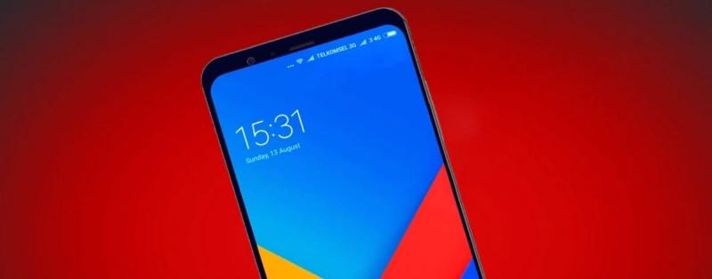 Xiaomi Mi 8 спереди